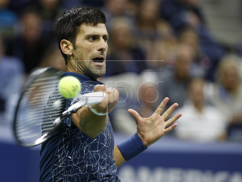 epa07008986 Novak Djokovic of Serbia hits a return to Juan Martin del Potro of Argentina during the men's final on the fourteenth day of the US Open Tennis Championships the USTA National Tennis Center in Flushing Meadows, New York, USA, 09 September 2018. The US Open runs from 27 August through 09 September. EPA-EFE/JUSTIN LANE