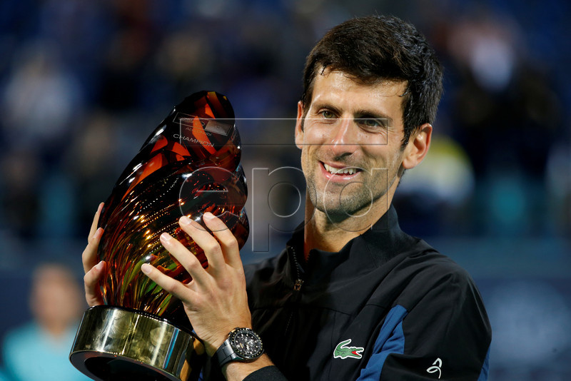 epa07253260 Novak Djokovic of Serbia poses with the trophy after winning the final match against Kevin Anderson of South Africa at the Mubadala World Tennis Championship 2018 in Abu Dhabi, United Arab Emirates, 29 December 2018. EPA-EFE/ALI HAIDER