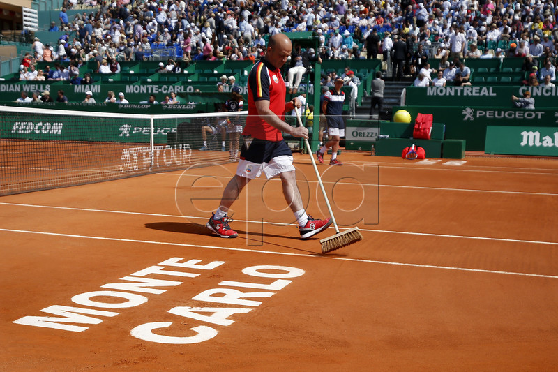 A man cleans the field during the Monte-Carlo Rolex Masters tournament in Roquebrune Cap Martin, France, 18 April 2018. EPA-EFE/SEBASTIEN NOGIER