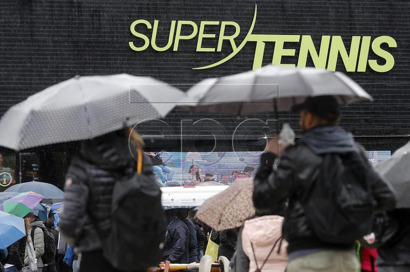 Spectators walk under umbrellas as all the matches are suspended due to rain at the Italian Open tennis tournament in Rome, Italy, 15 May 2019. EPA-EFE/Riccardo Antimiani