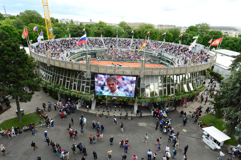 A general view of Court 1 as Roger Federer is seen on the screen during the French Open tennis tournament at Roland Garros in Paris, France, 29 May 2019. EPA-EFE/CAROLINE BLUMBERG