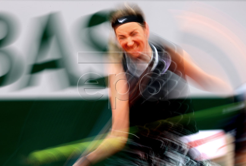 Victoria Azarenka of Belarus plays Naomi Osaka of Japan during their women?s second round match during the French Open tennis tournament at Roland Garros in Paris, France, 30 May 2019. EPA-EFE/SRDJAN SUKI