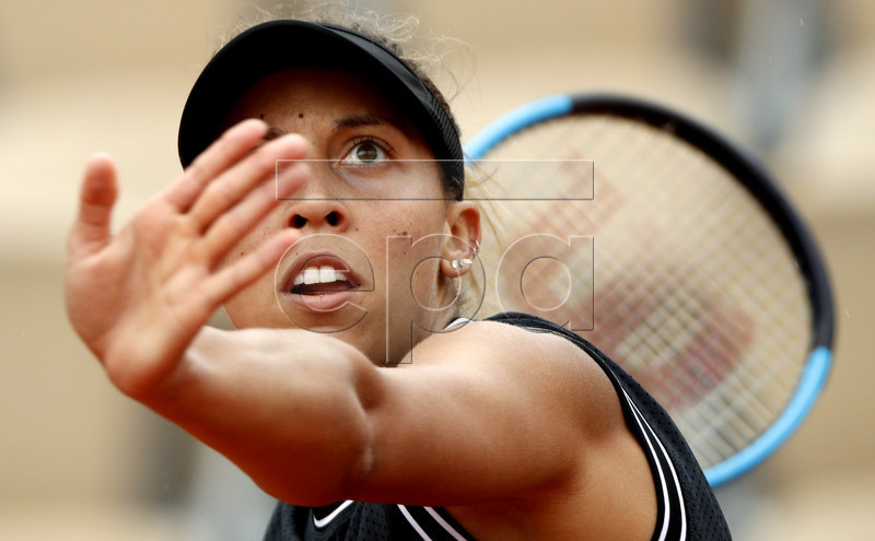 Madison Keys of the USA plays Katerina Siniakova of the Czech Republic during their women?s round of 16 match during the French Open tennis tournament at Roland Garros in Paris, France, 03 June 2019. EPA-EFE/YOAN VALAT