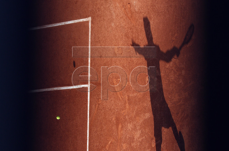 Karen Khachanov of Russia casts a shadow as he plays Juan Martin Del Potro of Argentina during their men?s round of 16 match during the French Open tennis tournament at Roland Garros in Paris, France, 03 June 2019. EPA-EFE/YOAN VALAT