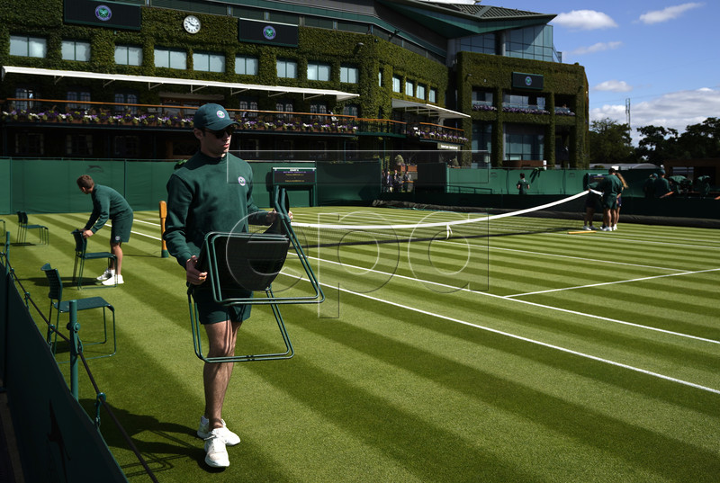 Ground staff prepare the courts for first round action during the Wimbledon Championships at the All England Lawn Tennis Club, in London, Britain, 01 July 2019. EPA-EFE/WILL OLIVER EDITORIAL USE ONLY/NO COMMERCIAL SALES