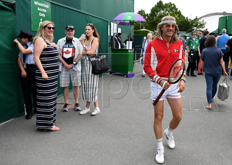 A tennis enthusiast arrives during first round action at the Wimbledon Championships at the All England Lawn Tennis Club, in London, Britain, 01 July 2019. EPA-EFE/FACUNDO ARRIZABALAGA EDITORIAL USE ONLY/NO COMMERCIAL SALES