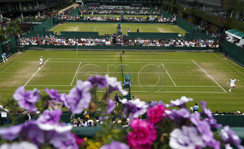 Tennys Sandgren (L) of the USA in action against Fabio Fognini of Italy during their third round match at the Wimbledon Championships at the All England Lawn Tennis Club, in London, Britain, 06 July 2019. EPA-EFE/NIC BOTHMA EDITORIAL USE ONLY/NO COMMERCIAL SALES